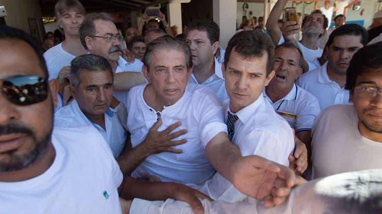 João Teixeira de Fariabei seinem ersten Auftritt nach der Bekanntmachung der Missbrauchsvorwürfe. (Bild: Filipe Cardoso/EPA; Abadiania, 12. Dezember 2018)