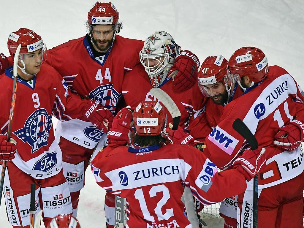 Die Rapperswil-Jona Lakers freuen sich über die neuerliche Finalqualifikation im Schweizer Cup (Bild: Keystone/WALTER BIERI)
