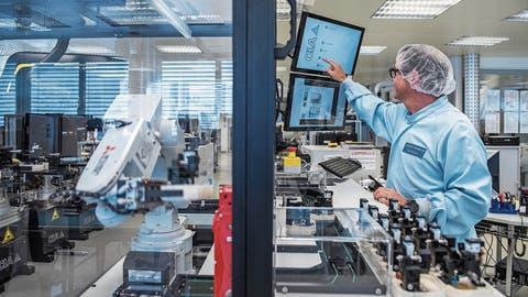Ein Blick in Produktion von Maxon Motor in Sachseln. (Bild: Dominik Wunderli)
