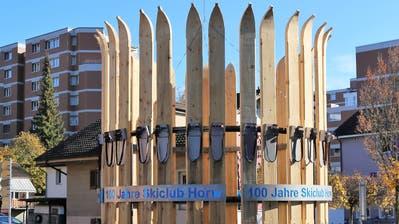 Der StrassenkreiselWegscheide im Skiclub-Look. (Bild: PD/Skiclub)