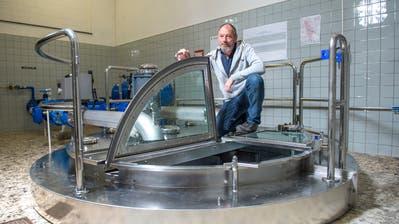 Die Trinkwasserspiegel in den Trinkwasserbrunnen sind so tief wie nie. Brunnenmeister Walter Dillier beim Grundwasserpumpwerk in Sursee. Bilder: Dominik Wunderli (21. Dezember 2018)