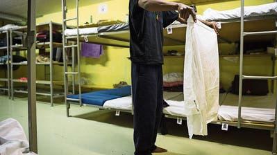 Leere Betten in Asylunterkünften
