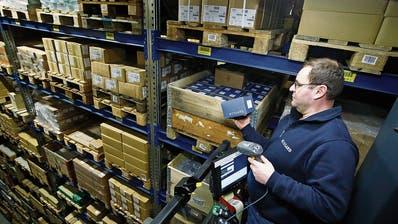 Gut vernetzte Zentralschweizer Firma: Blick ins Hochregallager des Zuger Schraubenhandels- und Logistikkonzerns Bossard. (Symbolbild: Stefan Kaiser (Zug, 22. Februar 2018))