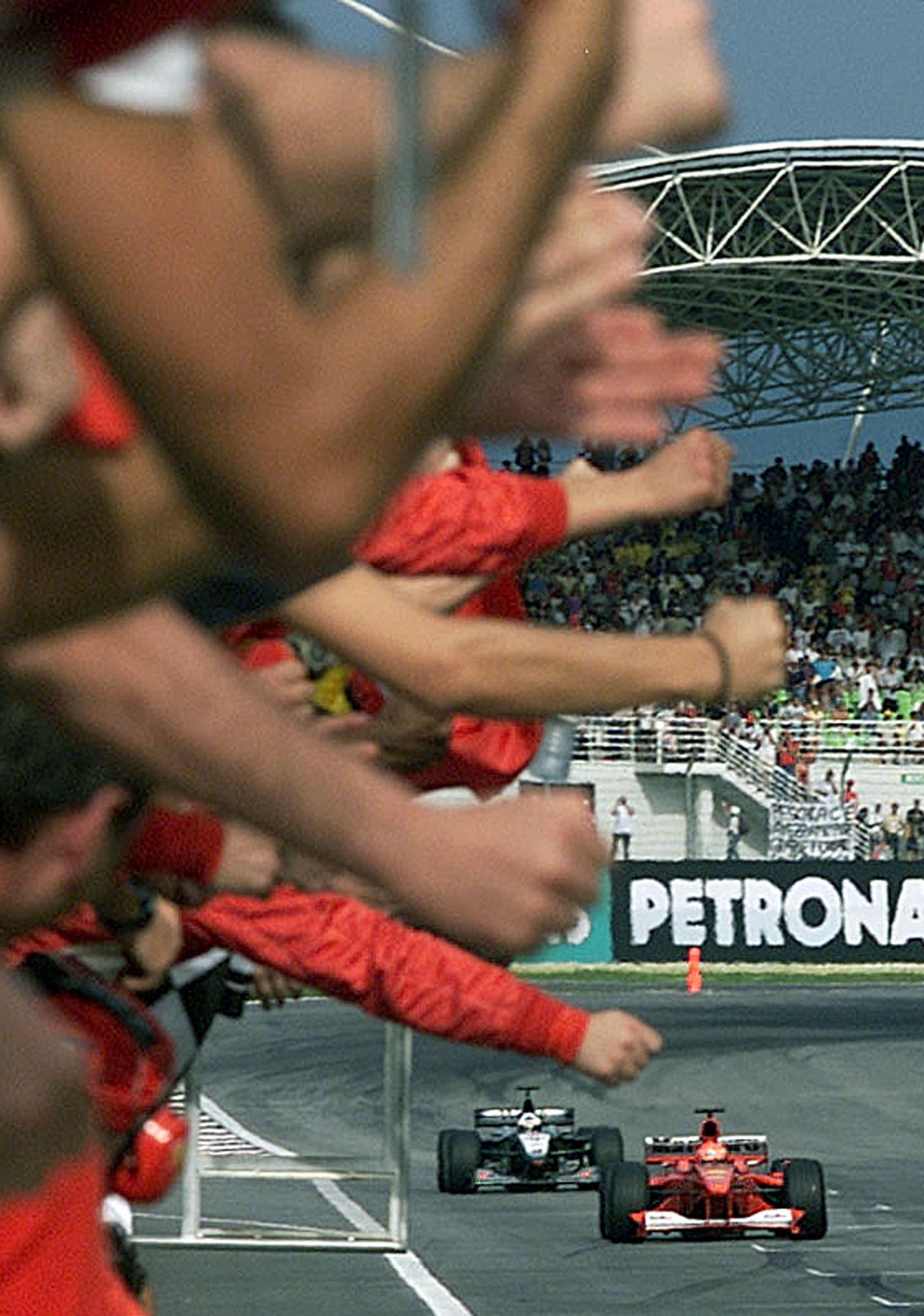 Hier gewinnt Schumacher den Grand Prix von Malaysia am 22. Oktober 2000. (Bild: KEYSTONE/EPA PHOTO/AFP/Pool/Bazuki Muhammad)