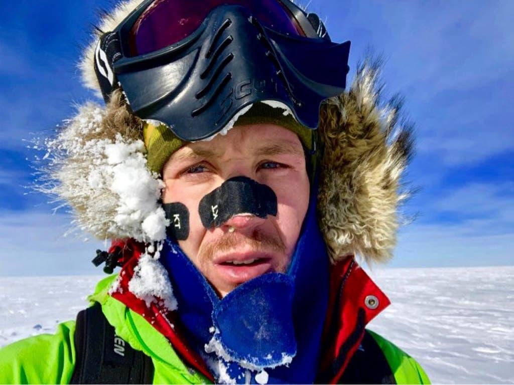 Colin O'Brady durchquerte als erster Mensch alleine und ohne Hilfsmittel die Antarktis. (Bild: KEYSTONE/AP Colin O'Brady)