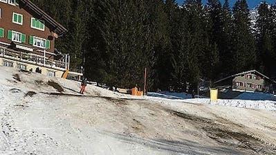 Kleine Urner Skigebiete warten sehnlichst auf Schnee
