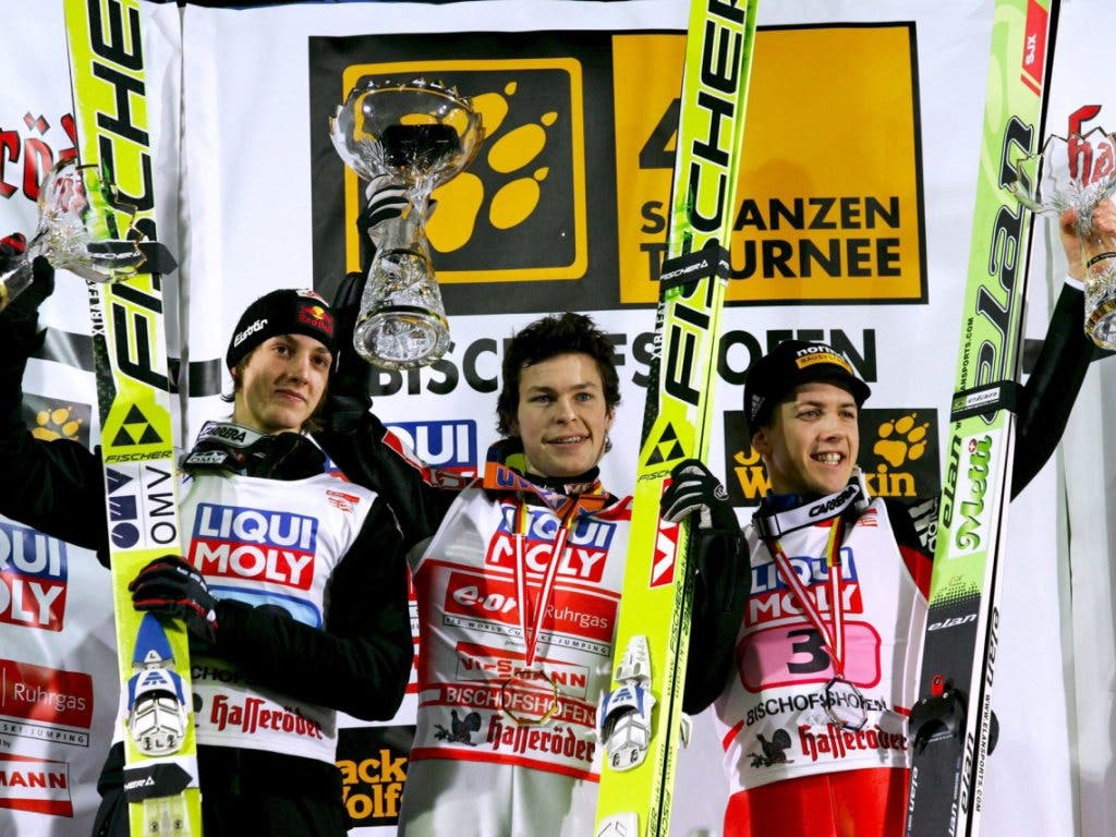 Erster Podestplatz: 2007 springt Ammann hinter Anders Jacobsen und Gregor Schlierenzauer auf den 3. Platz (Bild: KEYSTONE/EPA/A3483 Matthias Schrader)