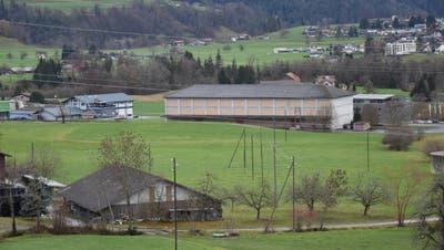Die Micarna hat sich das Areal im Lerchenfeld neben dem alten Zeughaus im Baurecht gesichert. Sie will dort einen Verarbeitungsbetrieb für Geflügel erstellen. (Bild: Timon Kobelt)