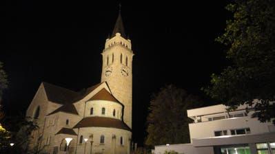 Vorher: Die Beleuchtung der Johanneskirche erhellt auch umliegende Bäume und Häuser.