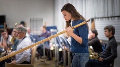 Lisa Stoll spielt am Kirchenkonzert der Otmarmusik. (Bild: Michel Canonica)
