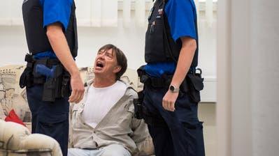Die Pistole haben sie beinahe übersehen: Ostschweizer Polizeischüler trainieren Stresssituationen