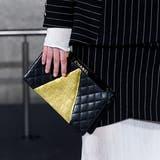 Chanel verzichtet in Zukunft auf Leder und wird anstatt dessen auf Abfallprodukte der Lebensmittelindustrie zurückgreifen. (Bild: Evan Agostini/Invision/AP; New York, 4. Dezember 2018)