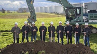 Am Dienstag wurde der Bau des neuen Kindlimann-Standorts mit dem Spatenstich lanciert. (Bild: PD)