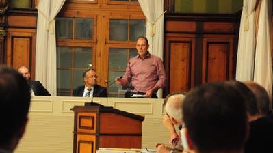 SVP-Gemeinderat Hans Eschenmoser wehrt sich gegen den Misstrauens-Antrag. (Bild: Sabrina Bächi)