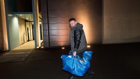 Ignaz Walker auf dem Weg ins Gefängnis Grosshof in Kriens. (Bild: Eveline Beerkircher, 6. Dezember 2018)