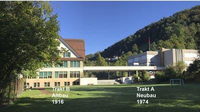 Der Altbau der Schulanlage Risi (links) stammt aus dem Jahr 1916. Trakt B wurde 1974 erbaut. Das jetzige Sanierungsprojekt sieht vor, beide Gebäude für die nächsten 40 Jahre fit zumachen und die Umgebung miteinzubeziehen. (Visualisierung: PD)