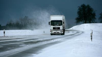 Starke Winde und Schneefall sind an diesem Wochenende in der Ostschweizzu erwarten. (Bild: RetoMartin/Archiv)