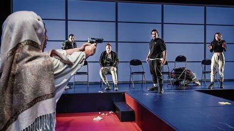 Aufwühlendes Jugendtheater: Kampf um die Macht im Klassenzimmer