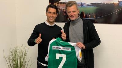 Victor Abril Ruiz mit Sportchef Alain Sutter. (Bild: pd)