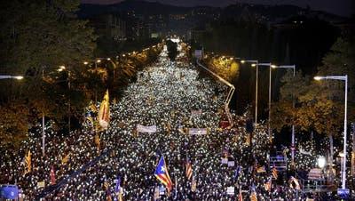 KATALONIEN: Unabhängigkeitsfront lässt ihre Muskeln spielen