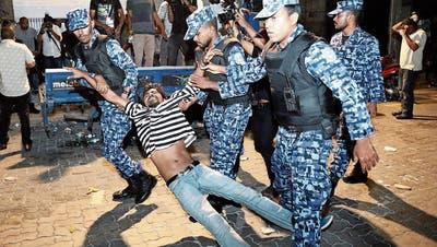MALEDIVEN: Regierung verhängt Ausnahmezustand auf Malediven