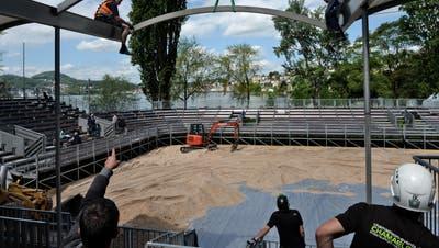 Aufbau der Beachvolleyball-Arena