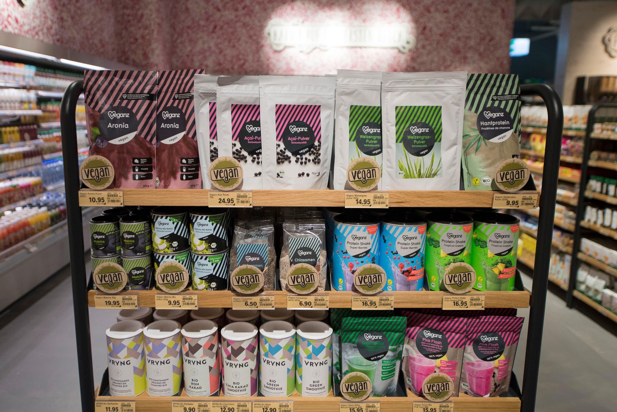 Auf 140 Quadratmetern sind vegetarische und vegane Produkte zu finden. (Bild: Urs Flüeler / Keystone)