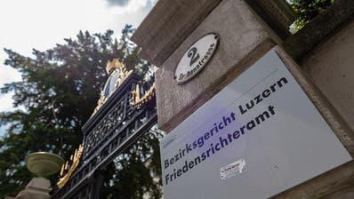 LUZERN: Mann ging krank zur Arbeit – das kostet ihn nun 5000 Franken