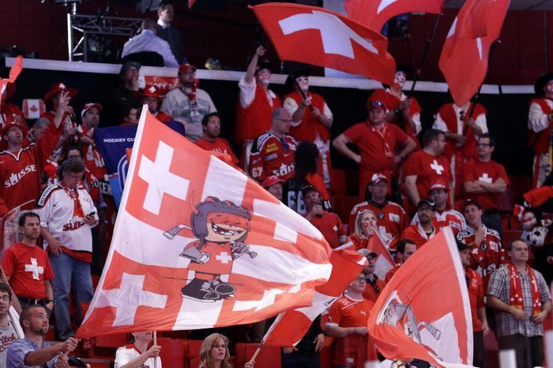 Jubel bei den mitgereisten Schweizer Fans in Stockholm. (Bild: Keystone)