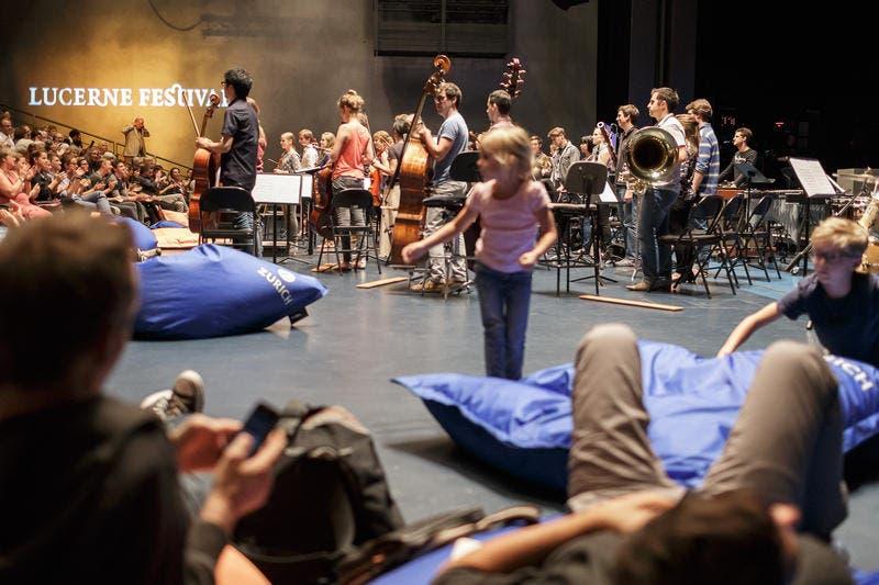 Bei den Konzerten der Reihe «Lucerne Festival 40 min» geht es entspannt zu und her. (Bild: Lucerne Festival / Stefan Deuber)