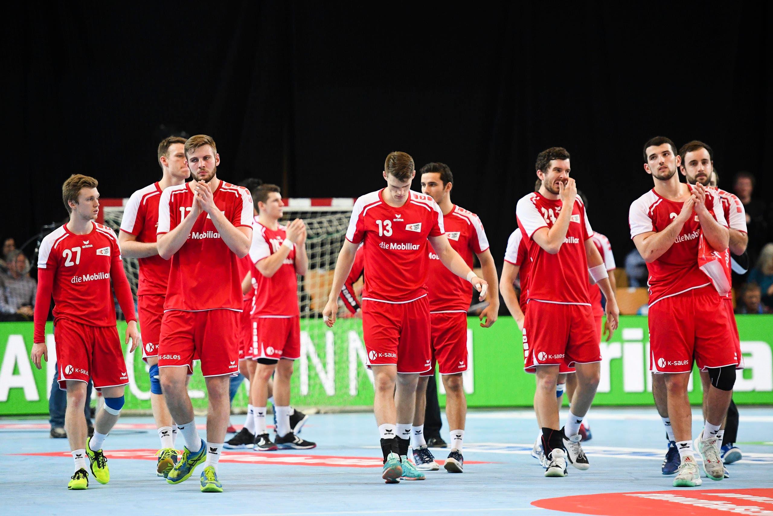 Enttäuschung bei den Schweizer Spieler nach Spielschluss. (Bild: Gian Ehrenzeller / Keystone)