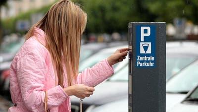 GEBÜHREN: Parkieren kostet jetzt auch in Ebikon