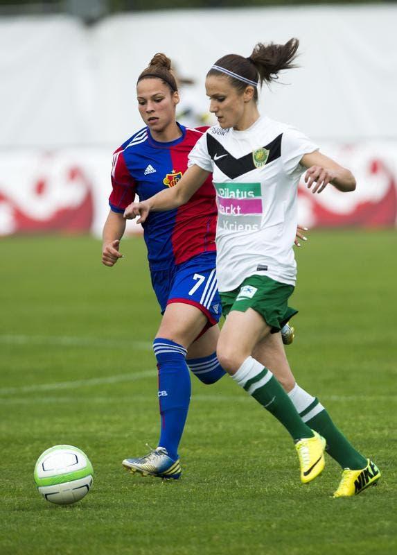 Alexandra Szarvas vom SC Kriens (rechts) gegen Chantal Sac vom FC Basel. (Bild: Keystone)