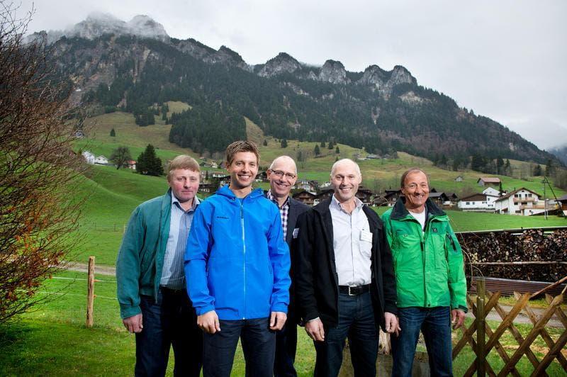Vorstandsmitglieder (von links): Herbert Thalmann, Martin Thalmann, Hans Lipp, Peter Studer, Pius Schnider. (Bild: Dominik Wunderli / Neue LZ)