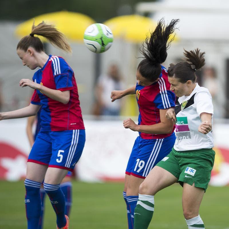 Die Krienserin Nadja Hegglin (rechts) gegen die Baslerinnen Melanie Huber (links) und Samara Susuri. (Bild: Keystone)