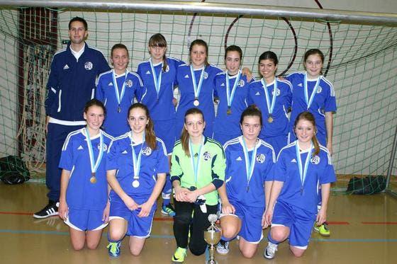 Die B-Juniorinnen des FC Luzern gewannen das Hallenfussballturnier in Kerns. (Bild: PD)