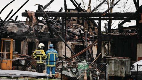 NEUHEIM: Familienbetrieb brennt komplett nieder