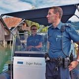 ZUG: Auf Patrouille im Schlauchboot der Polizei