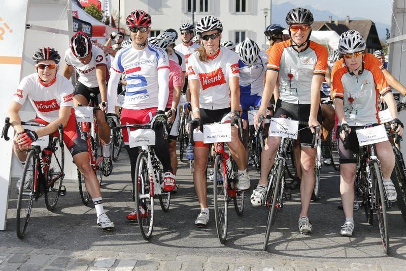 Mathias Frank, Randy Krummenacher, Karin Thürig, Martin Feigenwinter und Mirjam Ott am Start zum Wernli Sprint. (Bild: PD / Rémy Steinegger)