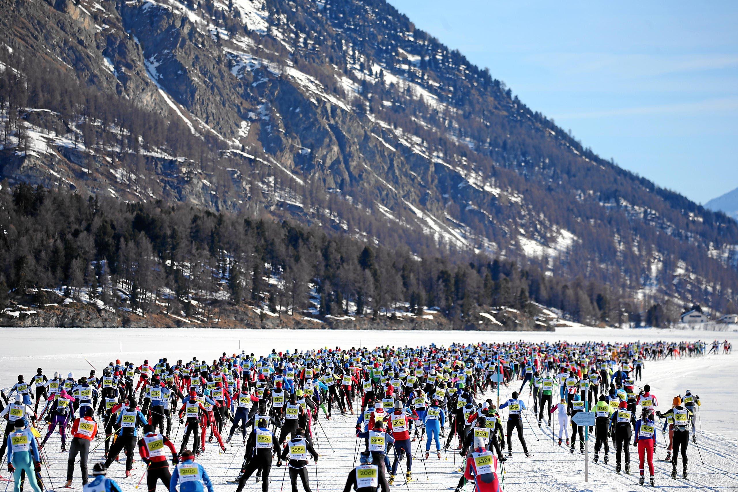 Mit 13'331 Teilnehmern wurde das drittbeste Melde-Ergebnis der Geschichte erreicht. Einzig 1998 und vor einem Jahr nahmen noch mehr Läufer die Marathonstrecke unter die Ski. (Bild: Swiss-Image / Andy Mettler)