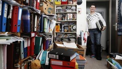 ROTKREUZ: In seiner Wohnung versammelt sich die Prominenz