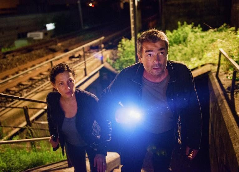Dem Täter auf der Spur: Liz Ritschard (Delia Mayer) und Reto Flückiger (Stefan Gubser) ermitteln im Mord an einer dreifachen Mutter. (Bild: SRF / Daniel Winkler)