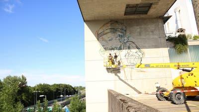 LUZERN: Künstlerduo Queenkong sprayt für die Helden der Abfall-Entsorgung