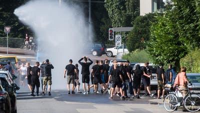 Fussball-Chaoten liefern sich Strassenschlacht in Luzern – sechs Festnahmen