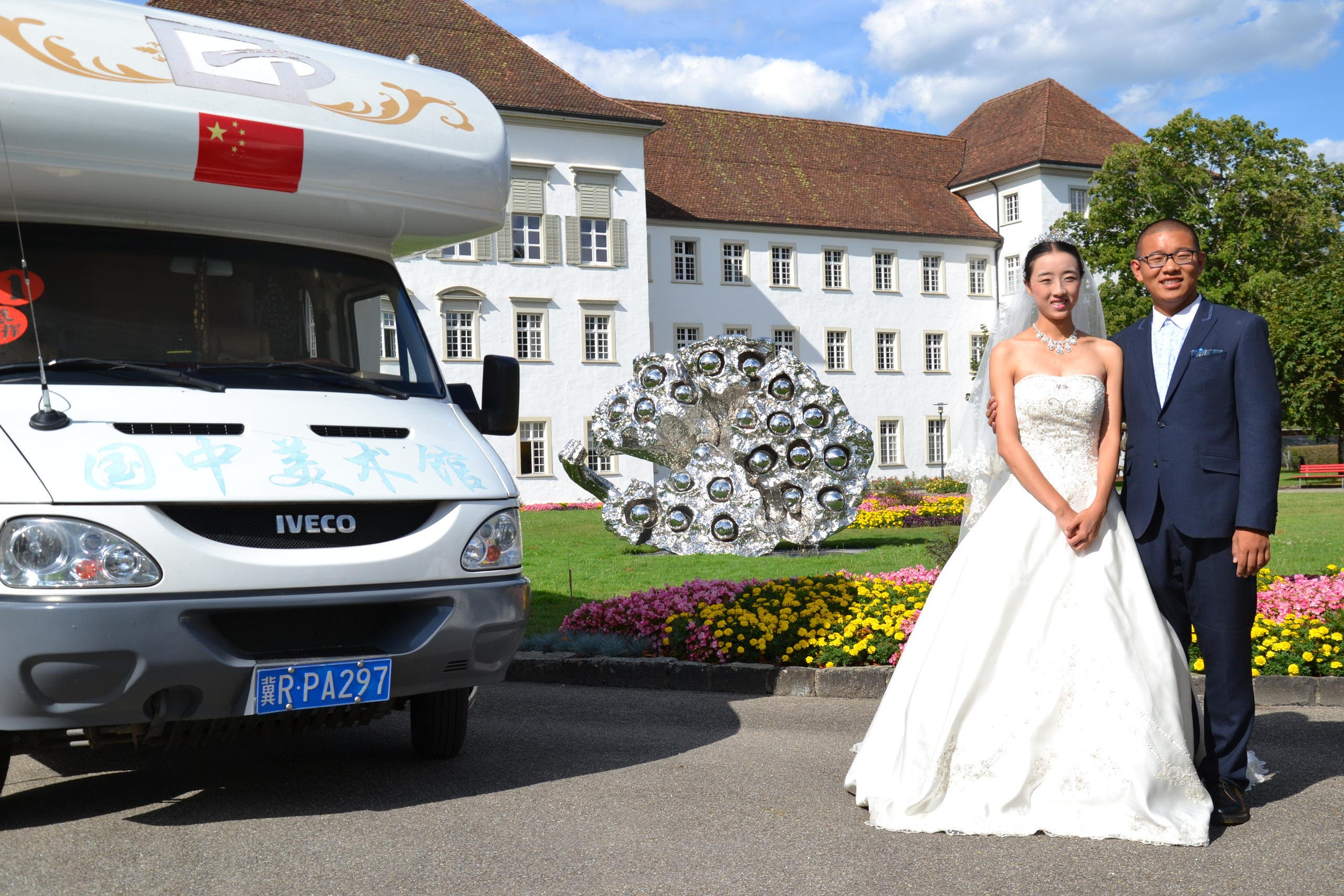 Ein Brautpaar aus China in St. Urban. (Bild: Stephan Santschi / Neue LZ)