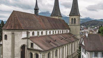 LUZERN: Die geheimnisvolle Seite der Luzerner Hofkirche