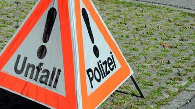 VERKEHRSUNFALL: Kollision zweier Autos vor dem Autobahnanschluss Sempach