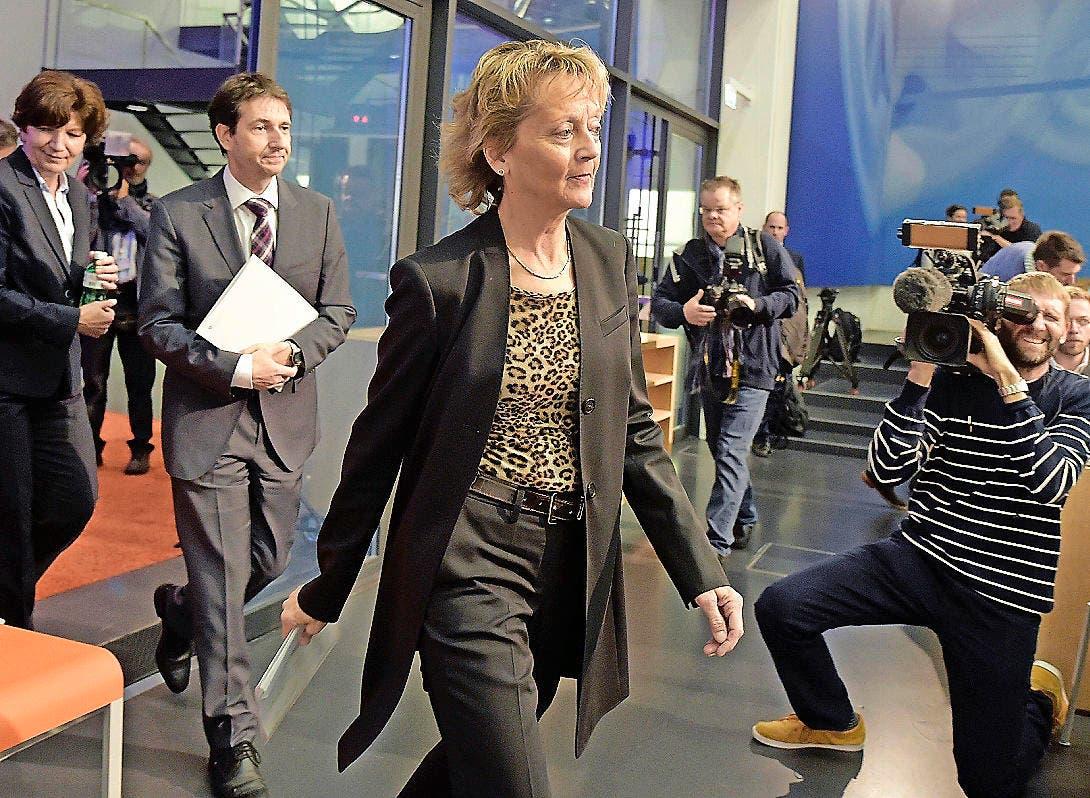 Bundesrätin Eveline Widmer-Schlumpf vor der Medienkonferenz am 28. Oktober 2015, an der sie ihren Rücktritt bekannt gab. (Bild: Keystone / Lukas Lehmann)