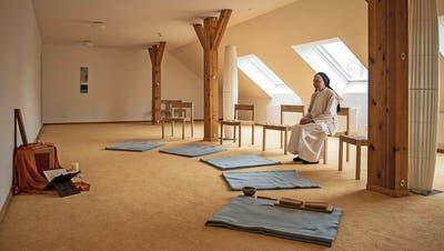 Schwester Monika Maria im Meditationsraum des Klosters Rickenbach (Bild: Dominik Wunderli, 25. November 2016)