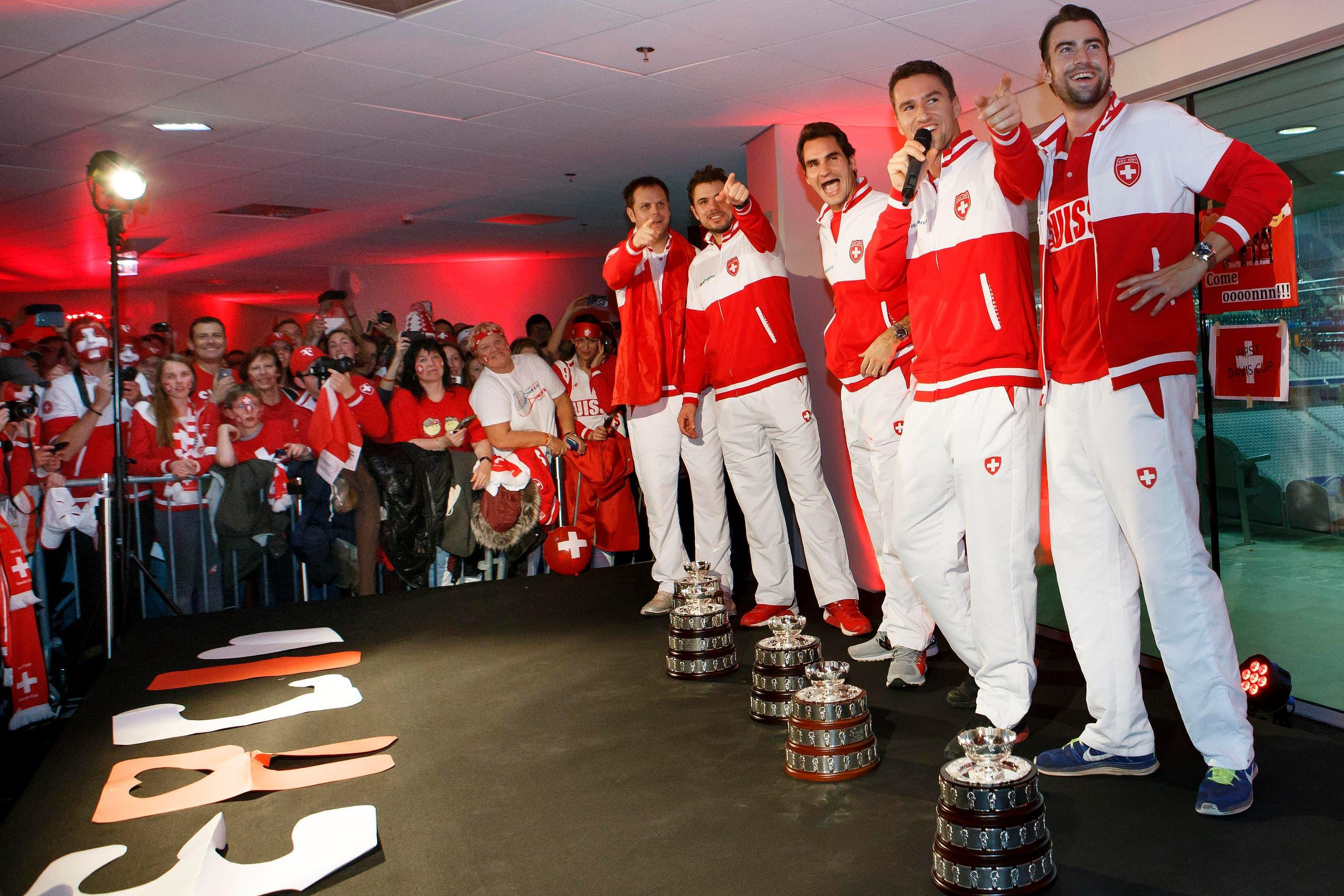 Empfang der Davis-Cup-Helden in einem Nebenraum im Stadion Pierre Mauroy von Lille. (Bild: Keystone)